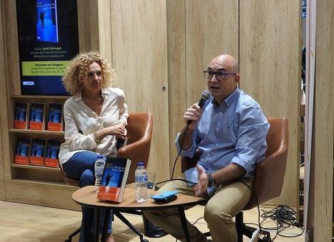 """Jordi Llobregat presenta su nueva novela """"No hay luz bajo la nieve"""""""