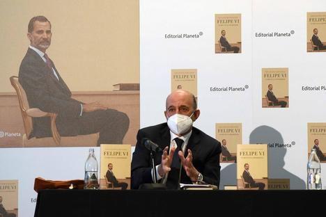 """""""Felipe VI. Un rey en la adversidad"""", de José Antonio Zarzalejos, la primera gran obra de referencia sobre la figura del monarca"""
