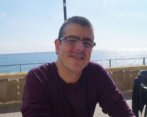 """Entrevista al poeta Josep Piella Vila: """"Cualquier cosa que suceda en la vida puede dar luz a un verso o a un poema"""""""