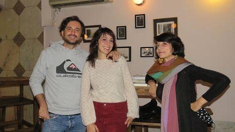 """En el centro, Julia Sabina, autora de """"Vidas samuráis"""" junto a Nadia Hotait y Luca Dell 'Aquila"""