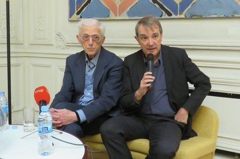 El autor de la obra, Theodor Kallifatides y el director general de Galaxia Gutenberg, Joan Tarrida, editora del libro
