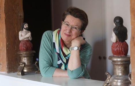 """Entrevista a Laura Freixas: """"Las mujeres jugamos con desventaja a la hora de escribir y de publicar"""""""