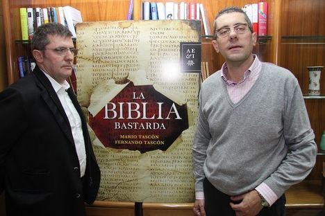 Fernando Tascón y Mario Tascón buscan el libro más apasionante en