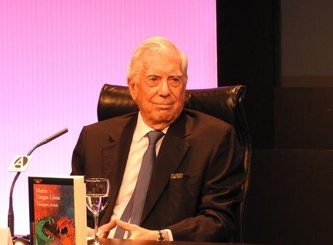 """Mario Vargas Llosa: """"Son los novelistas los que llevan al gran público los hechos históricos, mejor que los historiadores"""""""