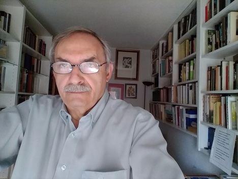 """Entrevista a Manuel Rico: """"Siempre he creído en la poesía como proteína de cuanto vivimos, de espacio en el que se depuran nuestros sueños y recuerdos"""""""
