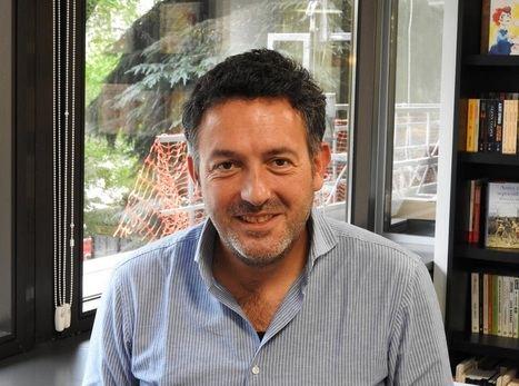 """Entrevista a Mikel Santiago: """"Hay una gran reflexión sobre el paso de los años en mi novela"""""""