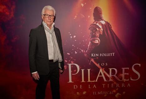 Ken Follett visita Madrid para conocer la adaptación musical de su libro 'Los pilares de la Tierra'
