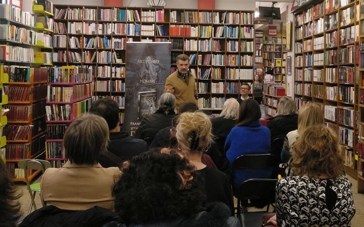 Francisco Narla en la librería Follas Novas