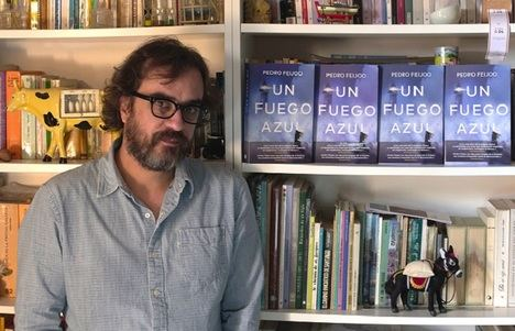 """Entrevista a Pedro Feijoo: """"Me gusta jugar al gato y el ratón con la persona al otro lado del libro"""""""