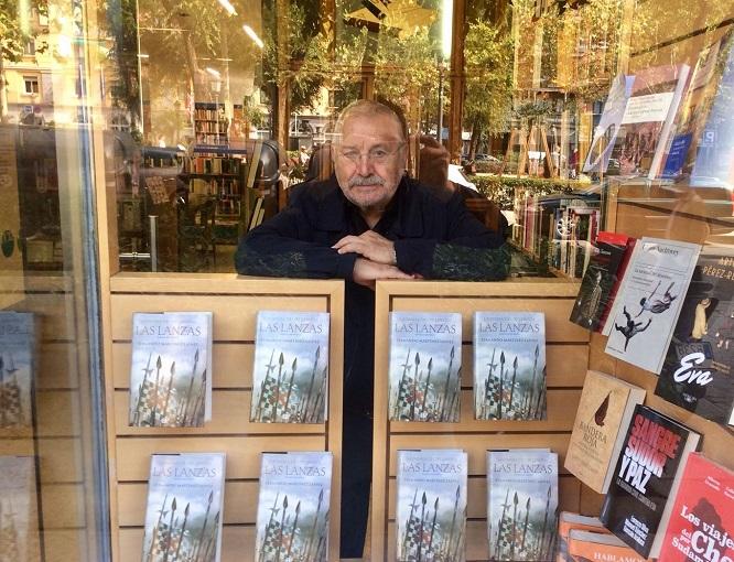 Fernando Martínez Laínez en una librería