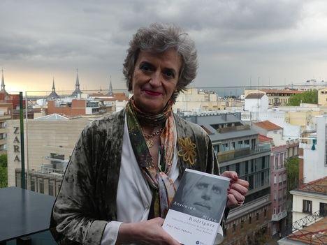 """Entrevista a Pilar Úcar Ventura: """"Antonino es un poeta que ataca a la sociedad y a la esencia del ser humano"""""""