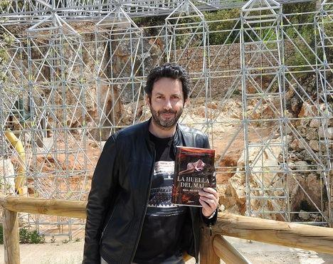 """Se presenta """"La huella del mal"""" en Atapuerca, escenario de la novela de Manuel Ríos San Martín"""