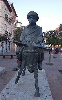 La estatua de Sancho Panza, de Marino Amaya en la plaza de España (Alcázar de San Juan), inspirada en Tico Medina