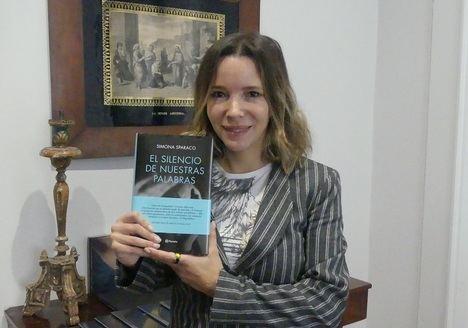 """Entrevista a Simona Sparaco: """"La sinceridad más difícil es la que tenemos con nosotros mismos"""""""