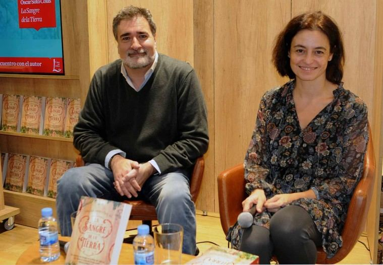 Óscar Soto Colás y Mercedes Pacheco en la presentación del libro