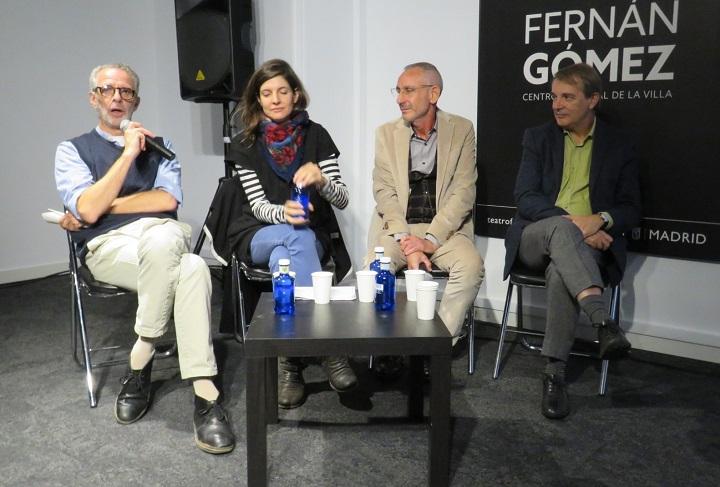 Nacho Marín, director artístico del teatro; -Helena de Llanos (nieta del autor) y Manuel Barrera Benítez, editores del libro- y Joan Tarrida