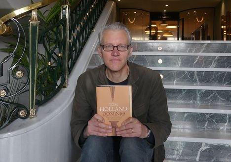 """Entrevista a Tom Holland: """"El enemigo del cristianismo es el fascismo"""""""