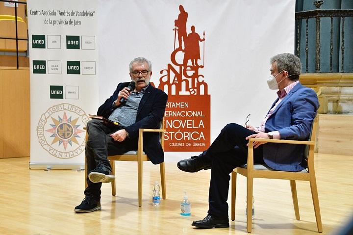 Javier Velasco y Santiago Posteguillo en la presentación en Úbeda de la novela histórica 'Y Julia retó a los dioses'