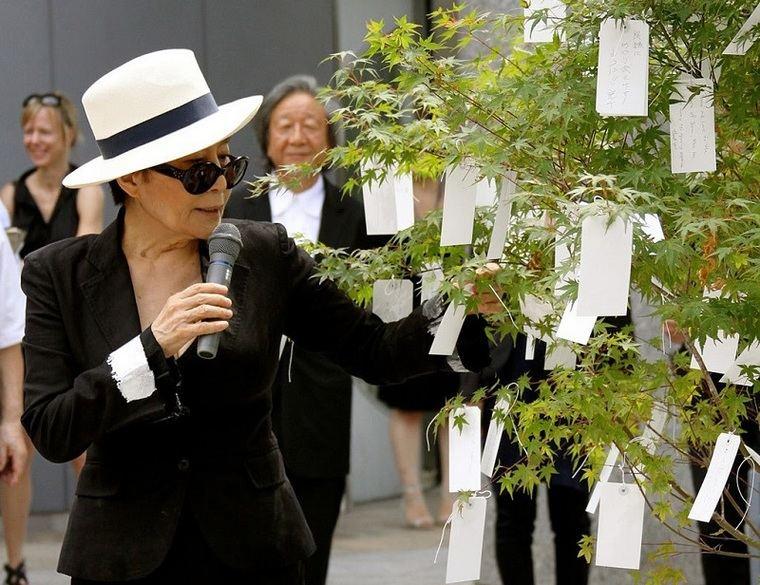 Yoko Ono y su 'Wish Tree'