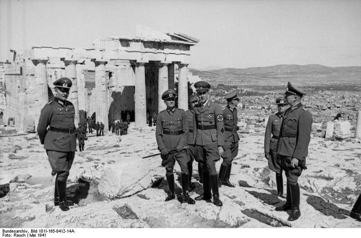 Oficiales alemanes en la Acrópolis