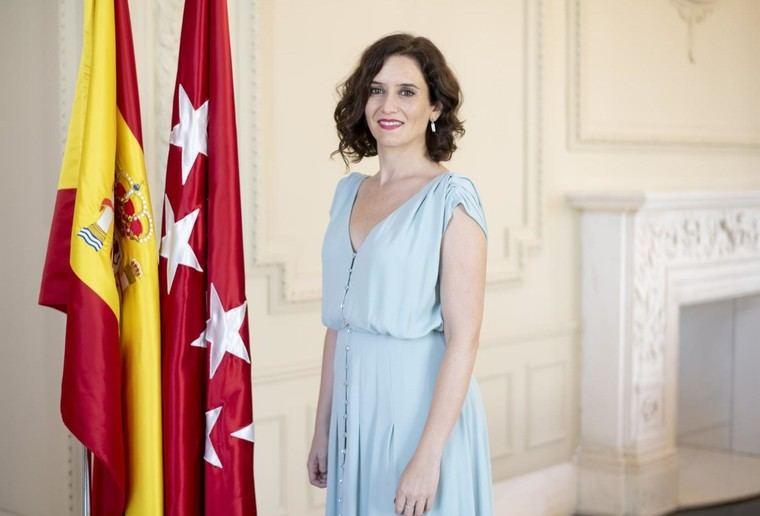 Isabel Díaz Ayuso como una diosa griega