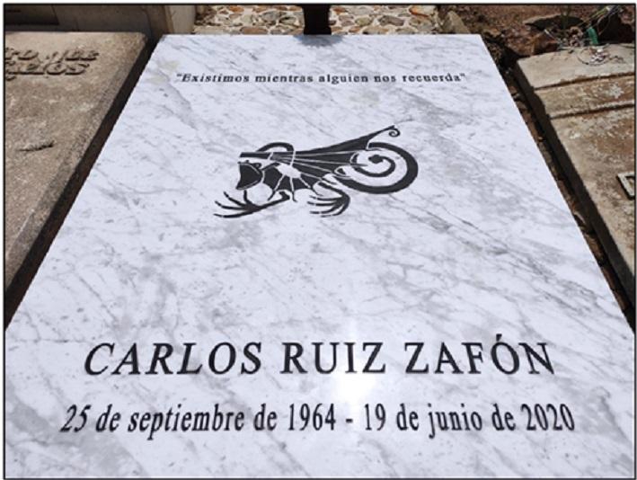 Lápida de Carlos Ruiz Zafón