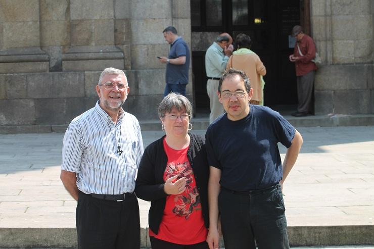 Los autores de la entrevista con el Padre Juan González Núñez