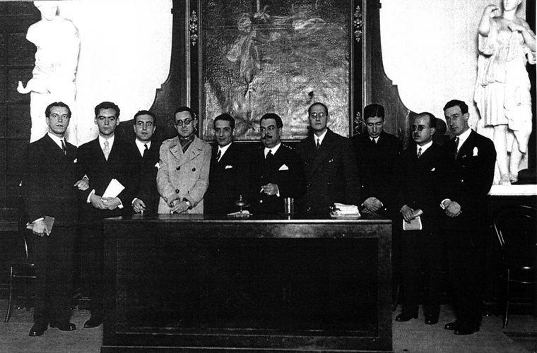 Foto fundacional de la Generación del 27 en el Ateneo de Sevilla en el homenaje a Luis de Góngora