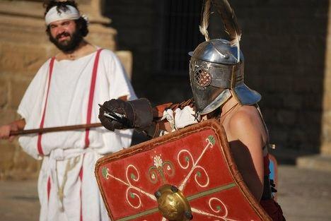 Combates de gladiadores en la Plaza Vázquez de Molina durante el Certamen Internacional de Novela Histórica de Úbeda