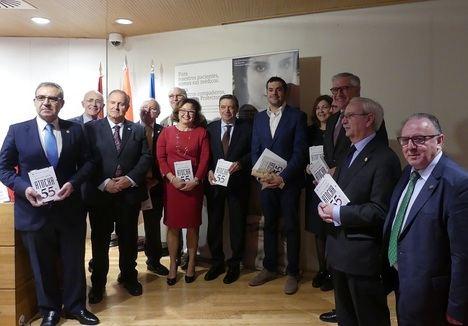 """Joaquín Pérez Azaústre recibe el V Premio de Novela Albert Jovell por """"Atocha 55"""""""