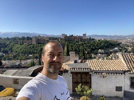 """El escritor Mario Villén y su novela """"Nazarí"""" en el Certamen de Novela Histórica"""