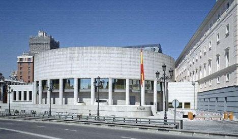 Escritores de reconocido prestigio realizan un viaje por la historia de España explicando la obra pictórica del Senado