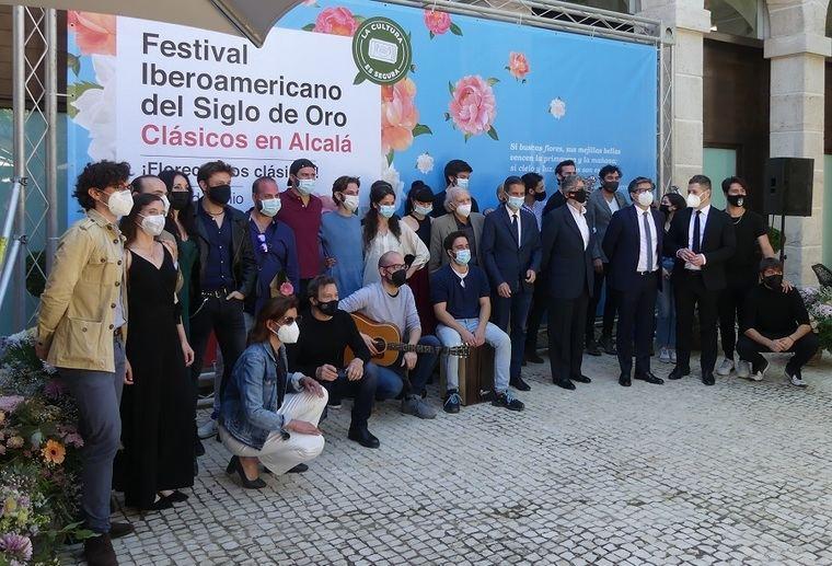 Personalidades políticas, autores y actores en la presentación del Festival Iberoamericano del Siglo de Oro