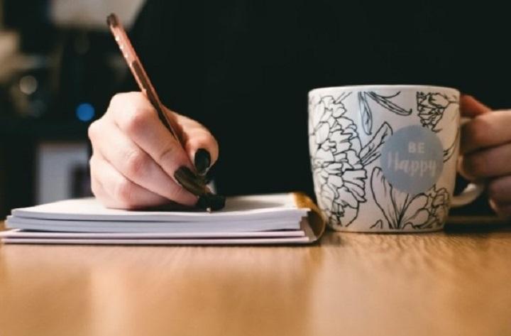 ¿Es necesario tener un título universitario para ser escritor?