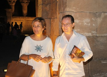 El Templo de Debod recibe a media luz a Javier Sierra