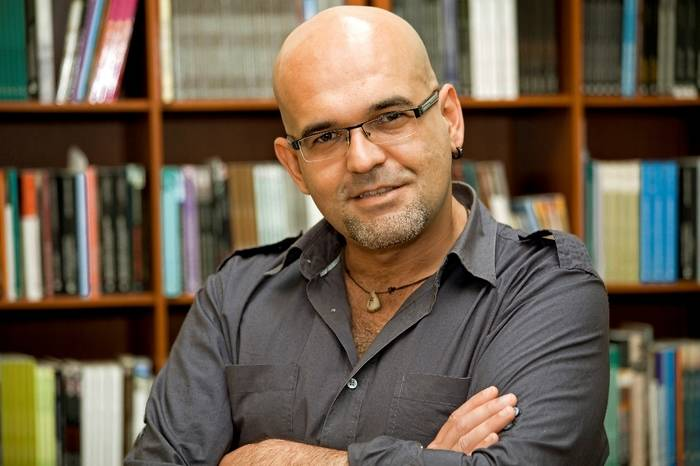 Alexis Ravelo publica su nueva novela negra,