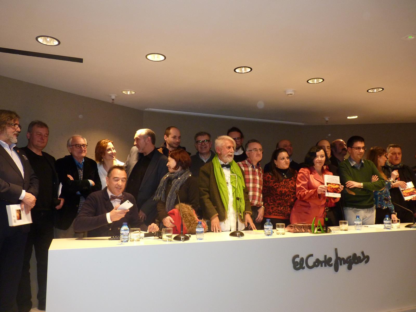 Foto de familia de los autores