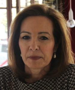 """Entrevista a Reyes Calderón, autora de """"La puerta del cielo"""""""