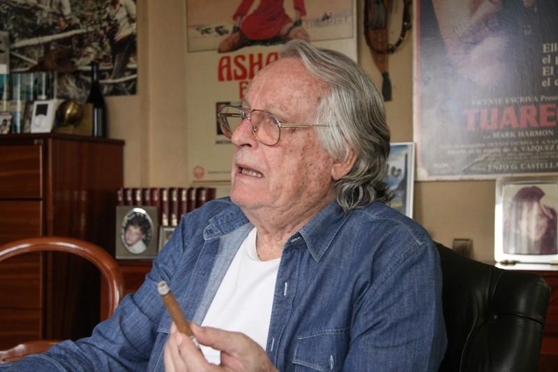 Alberto Vázquez-Figueroa Alberto VzquezFigueroa publica su nueva novela Hambre que no