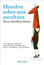 'Hombre sobre una escultura' de Álvaro del Olmo Alonso