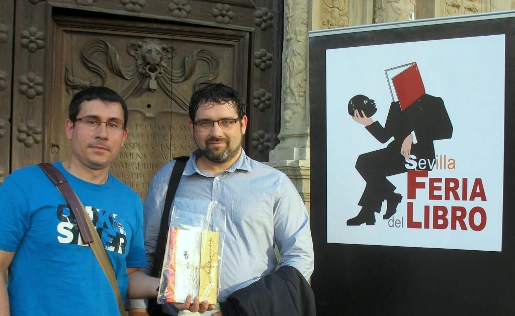 Los poetas valencianos Heberto de Sysmo y Gregorio Muelas presentaron su nuevo poemario en la pasada Feria del Libro de Sevilla