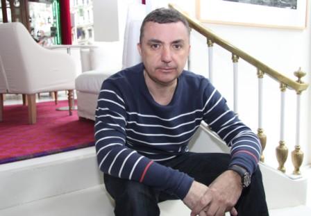 """Entrevista a Manuel Vilas, autor de """"Setecientos millones de rinocerontes"""""""