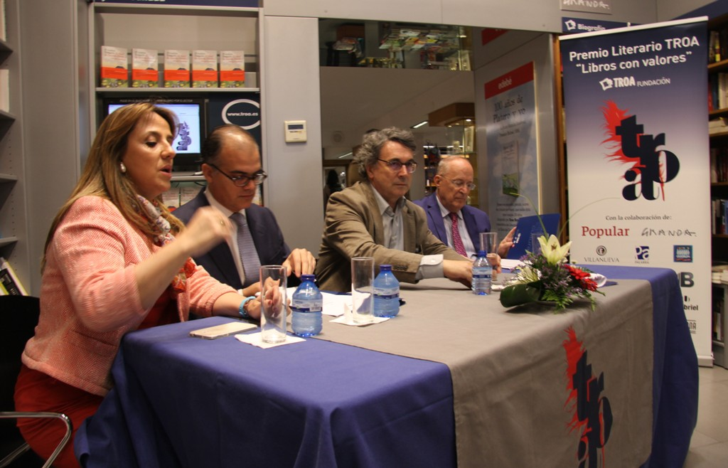 Juli�n Villanueva, Andr�s Trapiello y Fernando Garc�a de Cort�zar