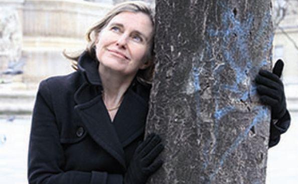 """La escritora y crítica literaria Florence Noiville presenta el libro recién publicado en España """"Los lazos"""""""
