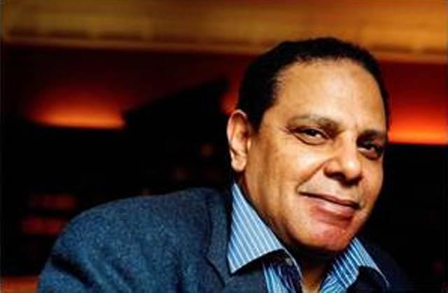 El escritor egipcio Alaa al-Aswani publica