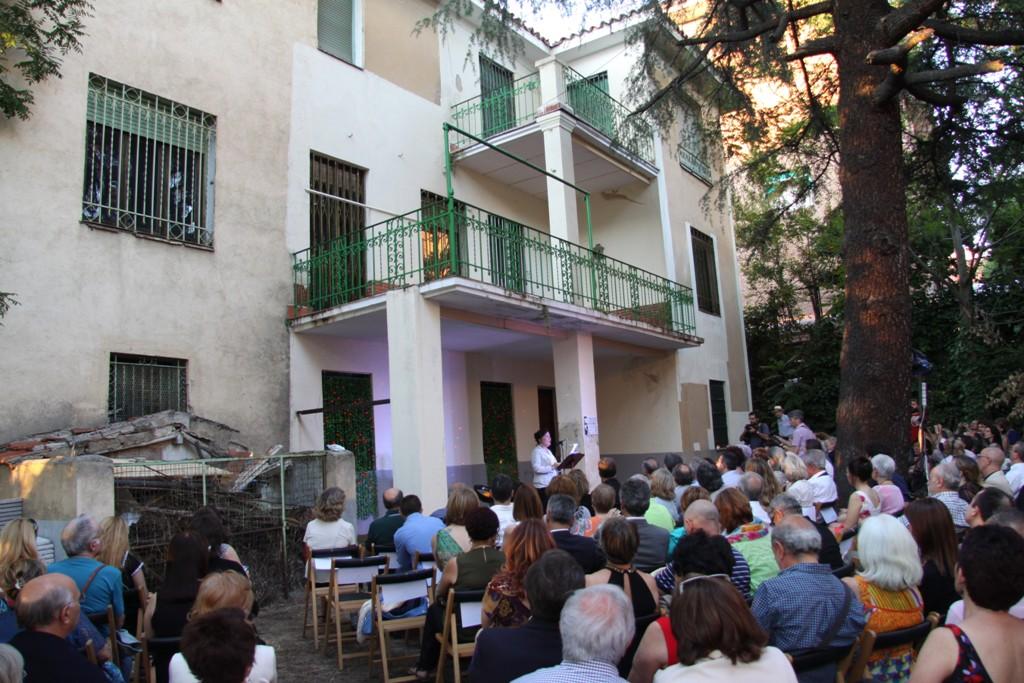 Carmen Linares en la casa de Vicente Aleixandre