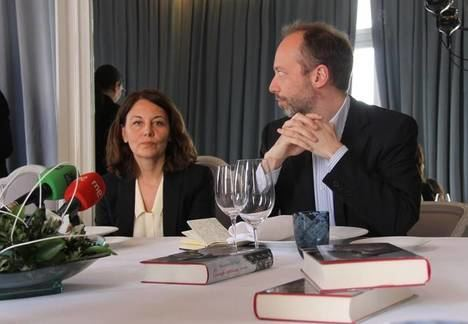 "Mercedes de Vega publica su novela ""Cuando estábamos vivos"""