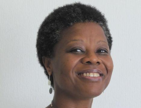 La escritora guineana Ángel Nzambi publica