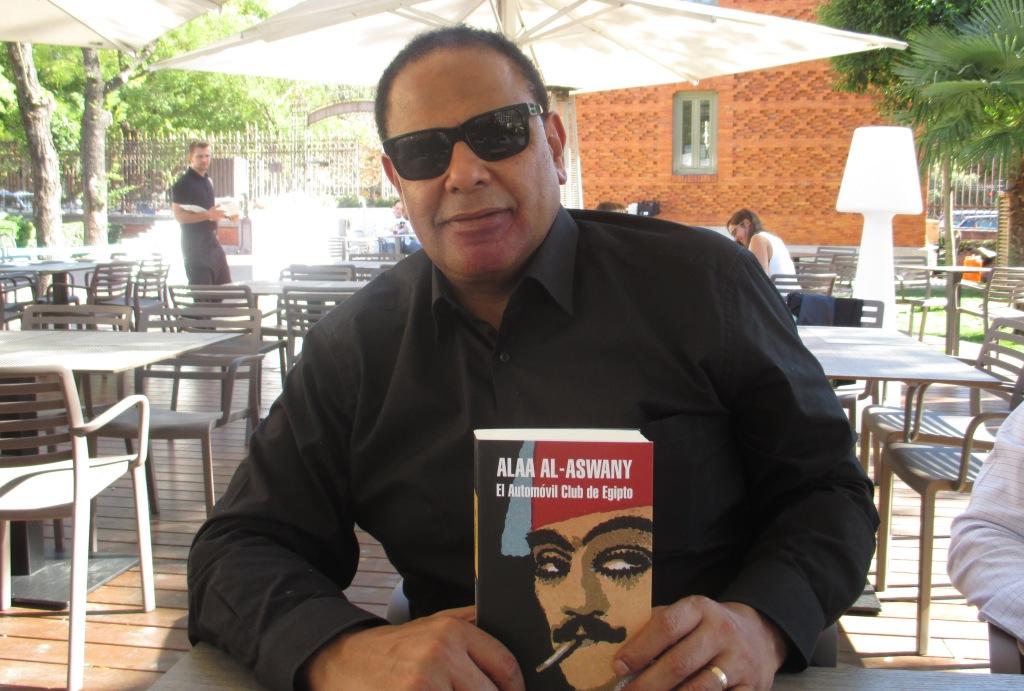 """Entrevista a Alaa al-Aswany, autor de """"El automóvil Club de Egipto"""""""
