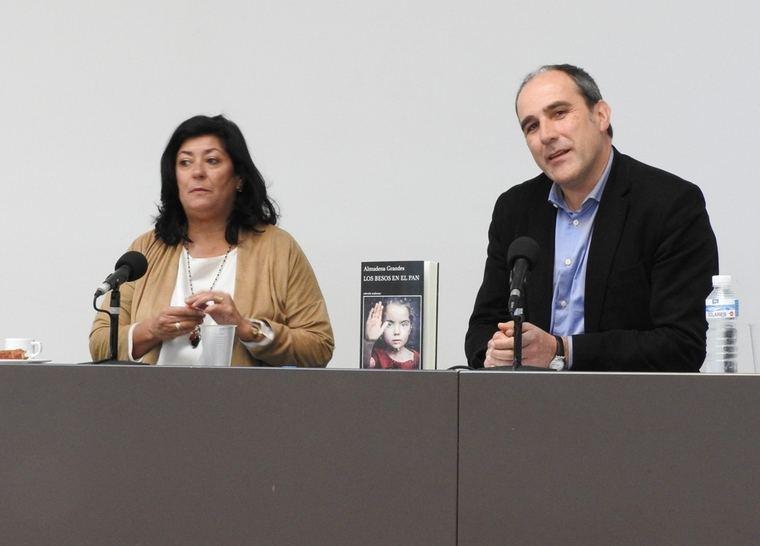Almudena Grandes y Juan Cerezo